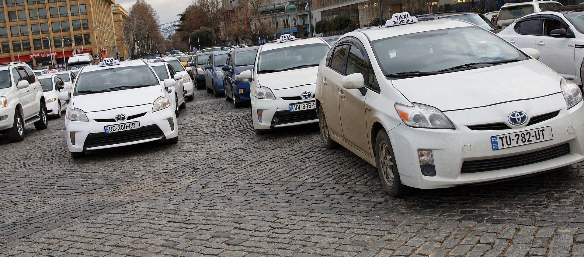Акция протеста водителей-частников и таксистов против повышения цен на топливо - Sputnik Грузия, 1920, 28.02.2021