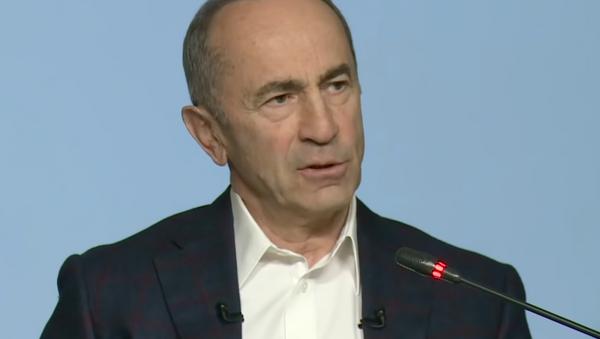 Роберт Кочарян о проигранной Арменией войне в Карабахе - видео - Sputnik Грузия
