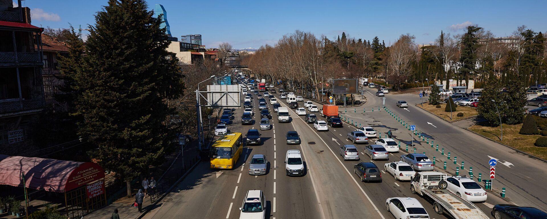 Вид на город Тбилиси - машины на набережной у Сухого моста - Sputnik Грузия, 1920, 06.09.2021