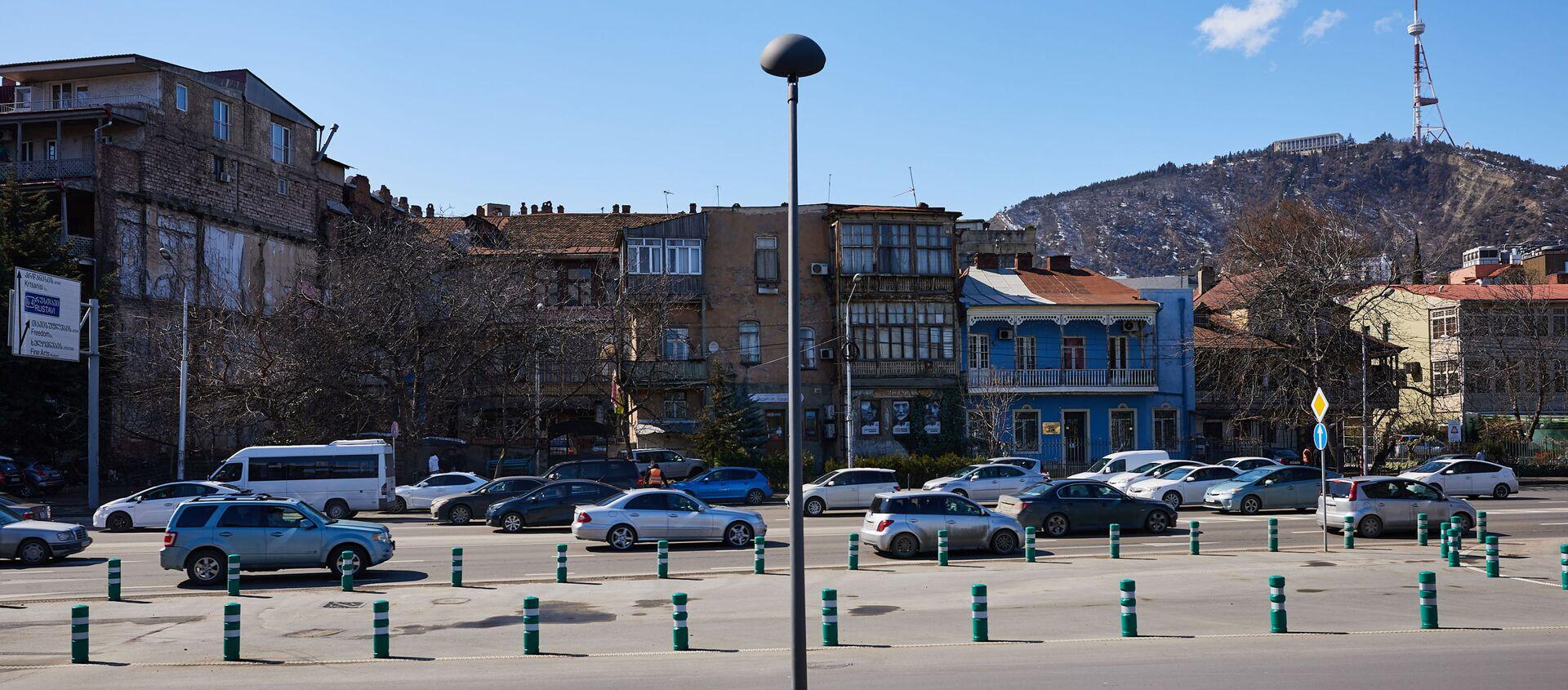 Вид на город Тбилиси в марте в солнечный день - Sputnik Грузия, 1920, 26.04.2021