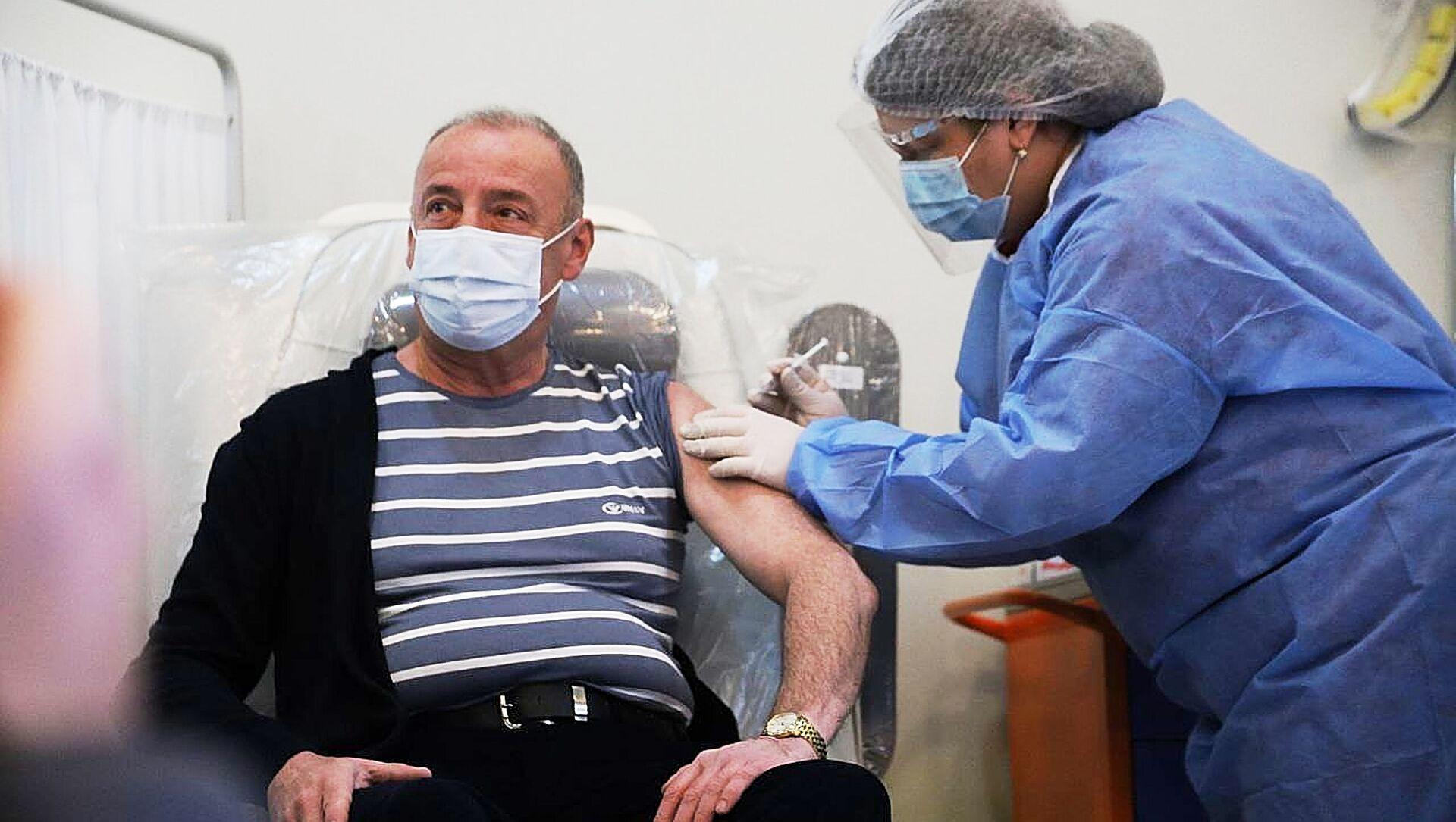 Вакцинация медиков в Тбилисской инфекционной больнице - Sputnik Грузия, 1920, 20.03.2021