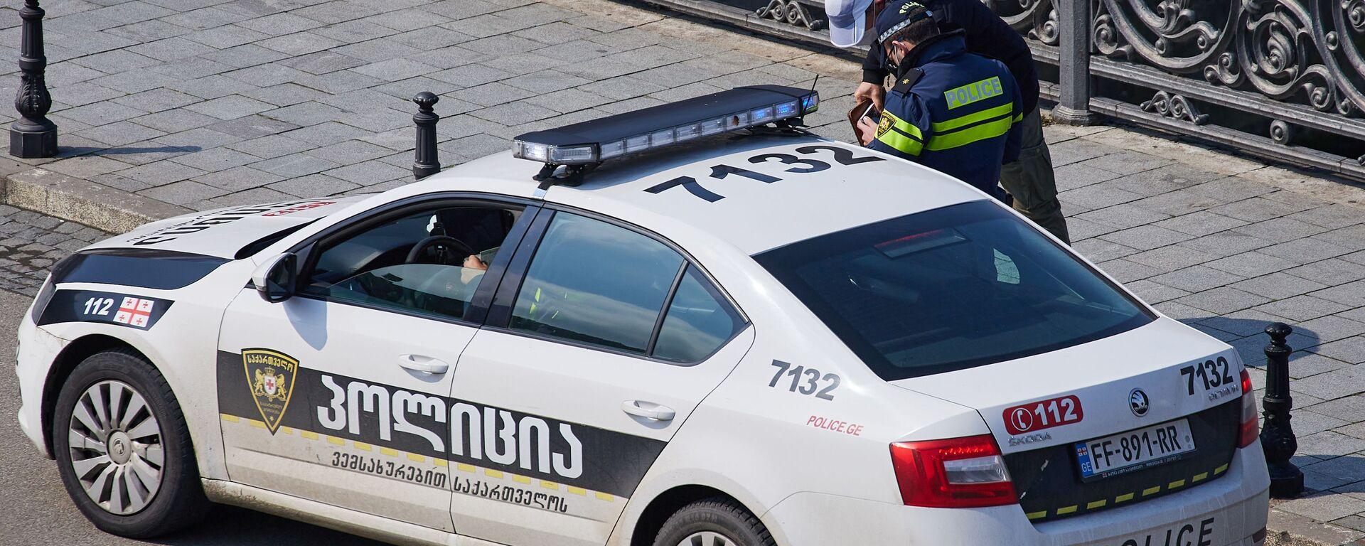 Патрульная полиция штрафует за нарушение правил при пандемии коронавируса - Sputnik Грузия, 1920, 25.07.2021
