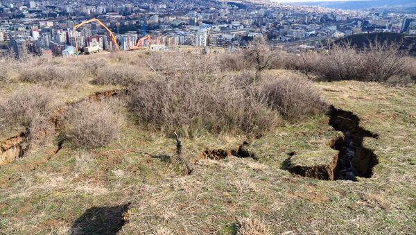 Оползневая зона в столице Грузии в районе Сабуртало в поселке Вашлиджвари - Sputnik Грузия