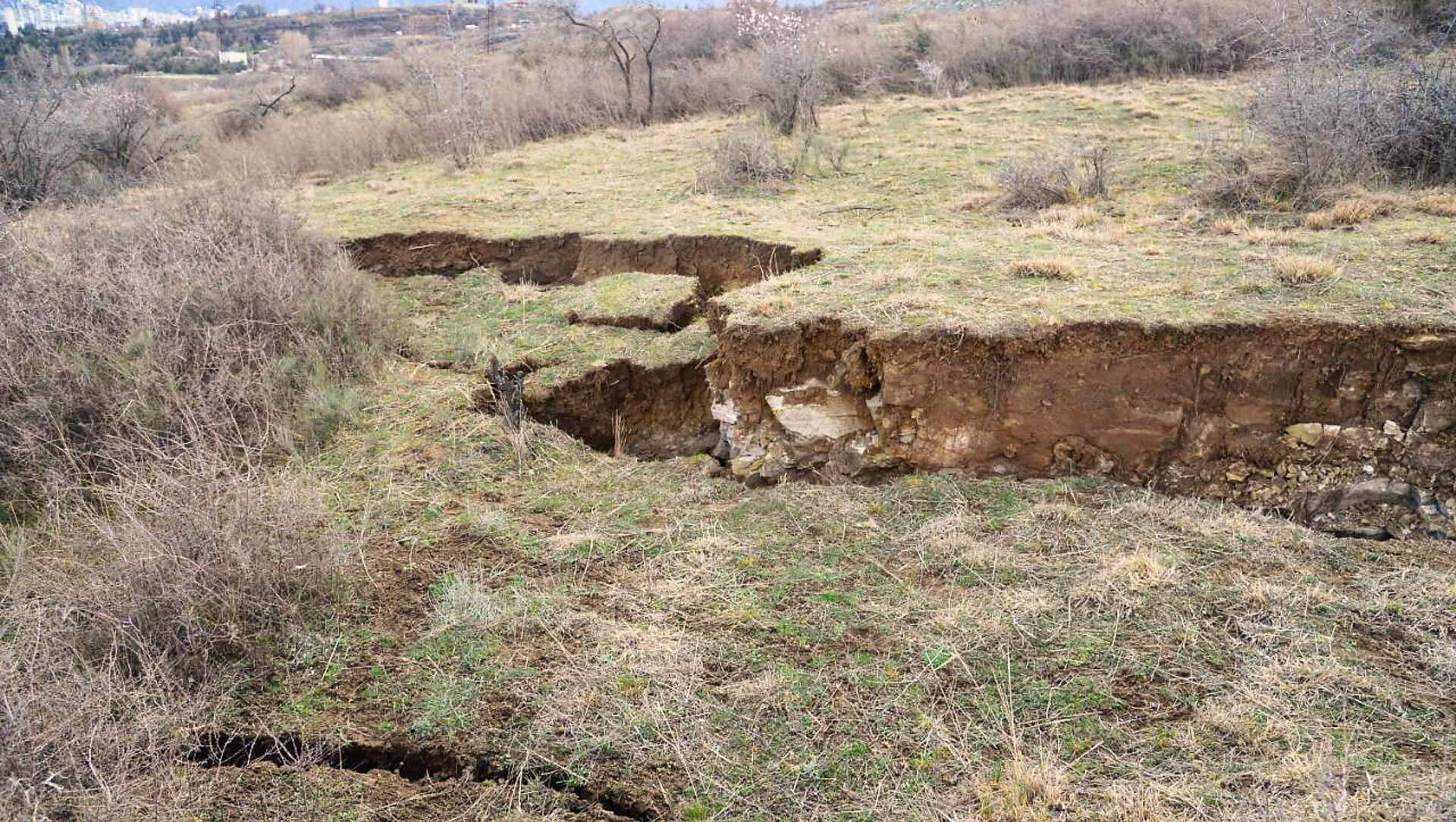 Оползневая зона в столице Грузии в районе Сабуртало в поселке Вашлиджвари - Sputnik Грузия, 1920, 27.03.2021
