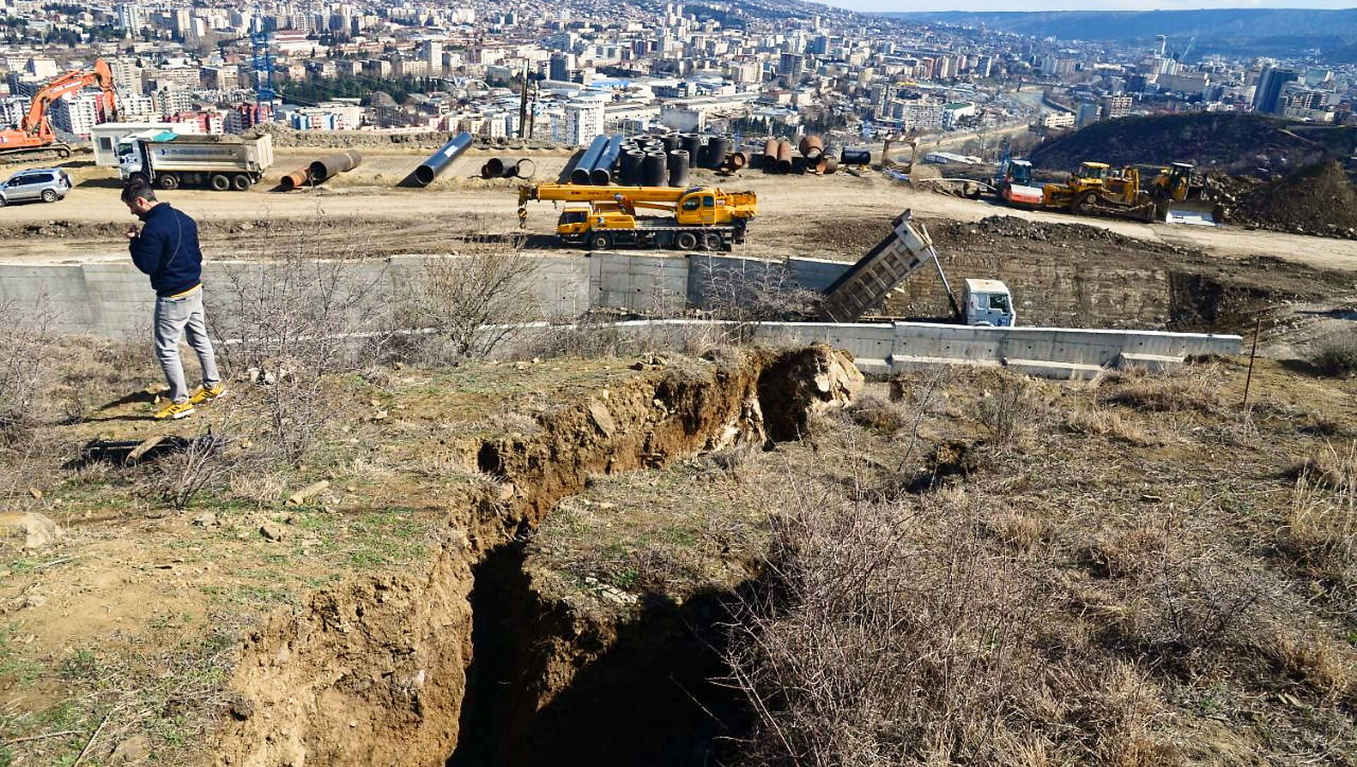 Оползневая зона в столице Грузии в районе Сабуртало в поселке Вашлиджвари - Sputnik Грузия, 1920, 23.03.2021