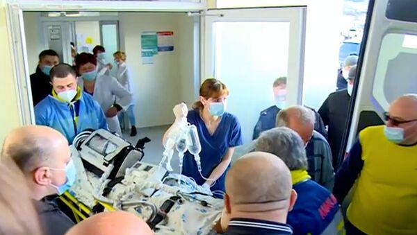В Ахалцихе медсестра впала в кому после вакцинации от коронавируса - видео - Sputnik Грузия