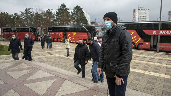 Пандемия коронавируса - люди в масках в Косово - Sputnik Грузия
