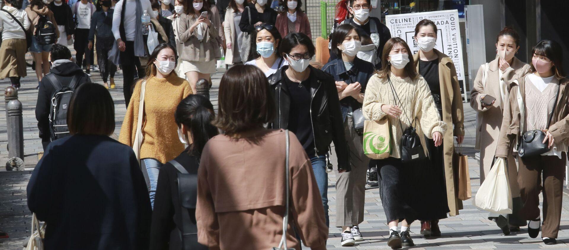 Эпидемия коронавируса COVID - жители Токио в масках - Sputnik Грузия, 1920, 22.03.2021