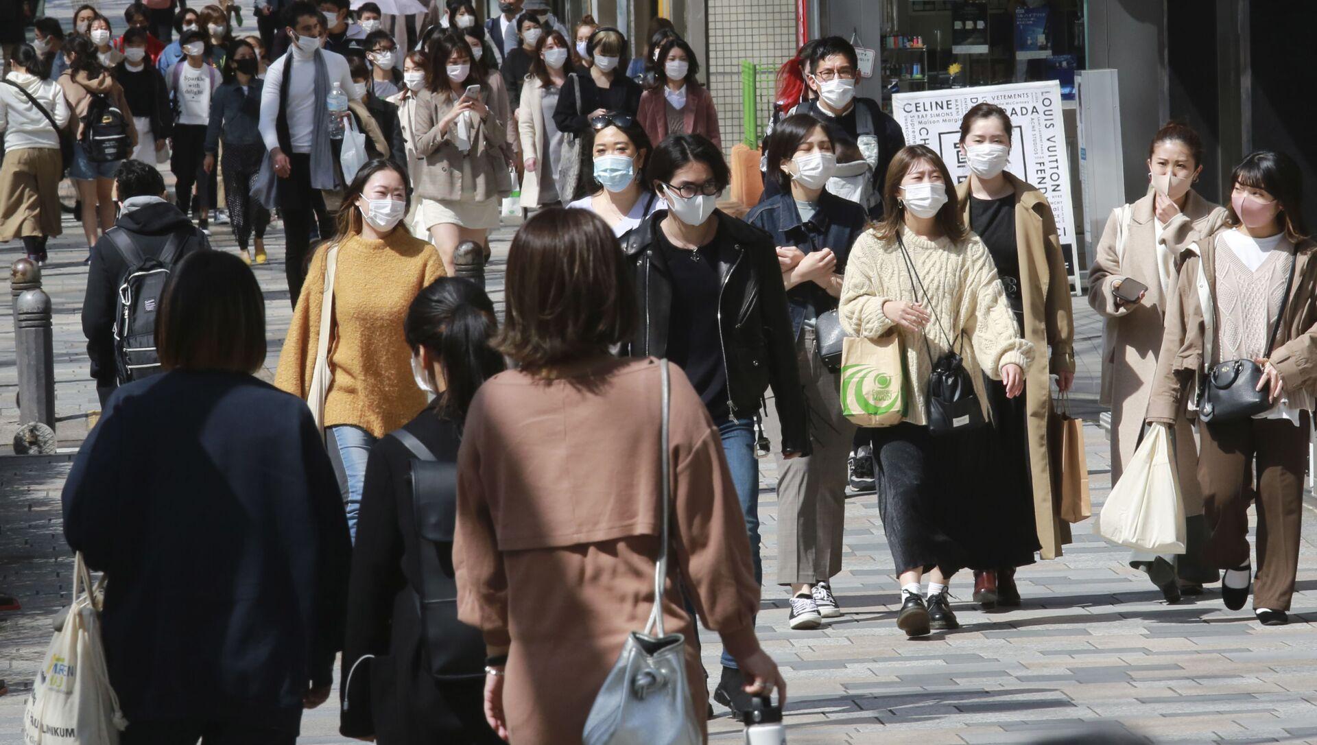 Пандемия коронавируса - жители Токио в масках - Sputnik Грузия, 1920, 01.08.2021
