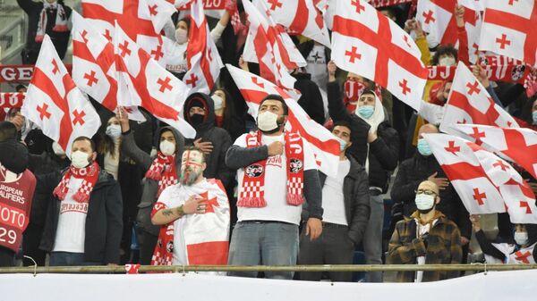 Болельщики на стадионе Динамо Арена перед началом футбольного матча между сборными Грузии и Испании - Sputnik Грузия
