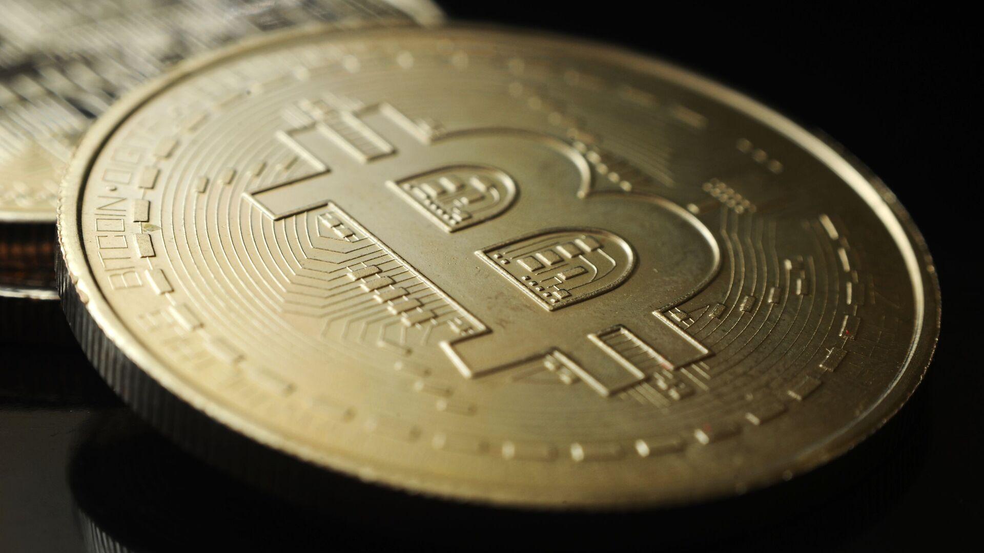 Сувенирная монета криптовалюты биткоин - Sputnik Грузия, 1920, 11.10.2021