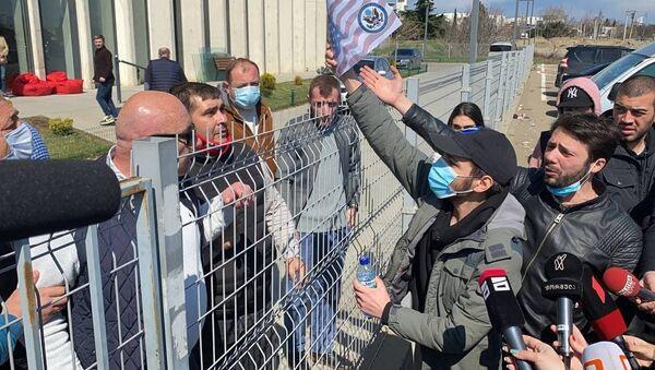 ქართული ოპოზიციის მიერ სახელმწიფო სახსრების ათვისებამ აქტივისტები გააღიზიანა - ვიდეო - Sputnik საქართველო
