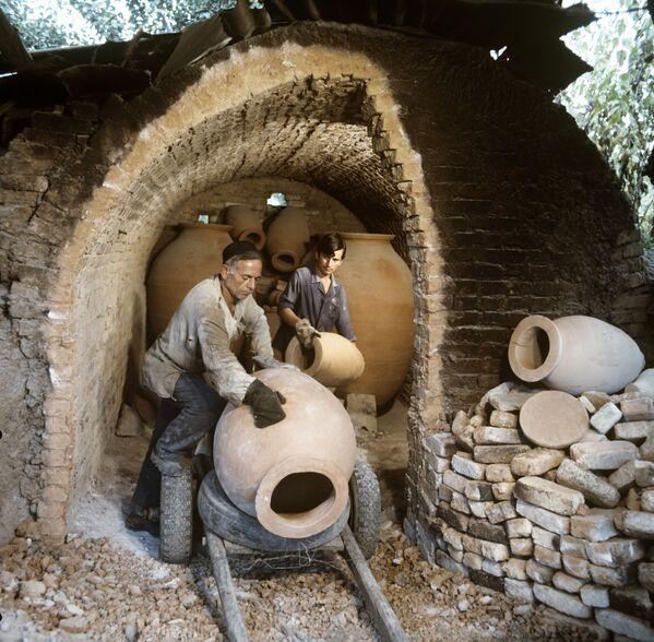 ქართული ღვინის დამზადებას მსოფლიოში ანალოგი არ გააჩნია. ღვინის ქვევრში შენახვა იუნესკოს კომიტეტის სესიაზე არამატერიალურ კულტურულ მემკვიდრეობას მიაკუთვნეს - Sputnik საქართველო