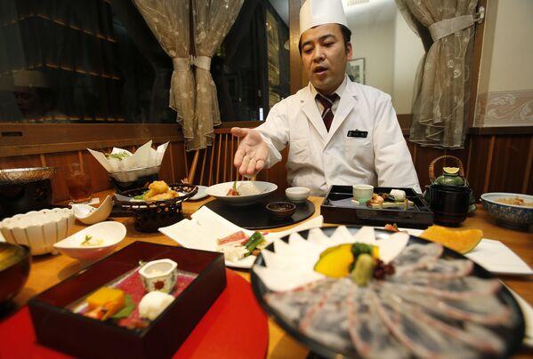 შეფ-მზარეული იაპონური რესტორნის სამზარეულოში - Sputnik საქართველო