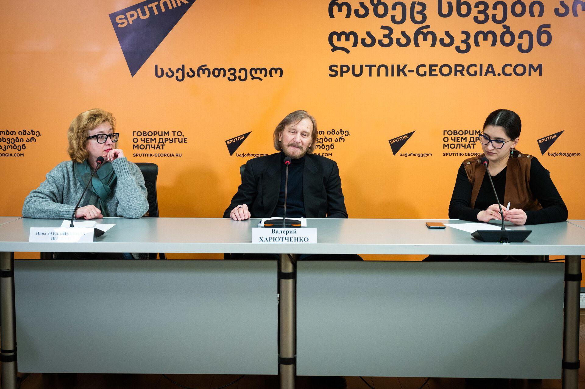 Записки сумасшедшего Гоголя на грузинской сцене: что это будет? - Sputnik Грузия, 1920, 01.04.2021
