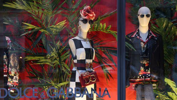 Витрина магазина Dolce & Gabbana в Нью-Йорке - Sputnik Грузия