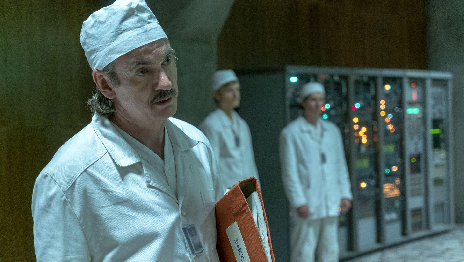 Пол Риттер в роли заместителя главного инженера атомной станции Анатолия Дятлова - Sputnik Грузия, 1920, 06.04.2021
