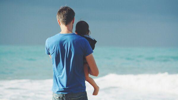 მამა და შვილი პლაჟზე - Sputnik საქართველო