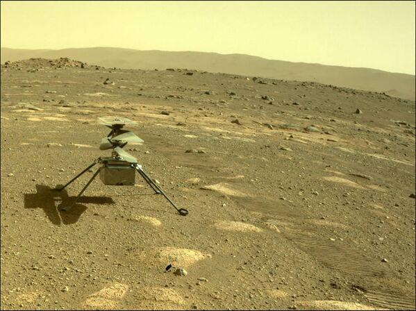 ვერტმფრენი Ingenuity მარსის ზედაპირზე მარსმავალი Perseverance-დან გადაჯდა - Sputnik საქართველო