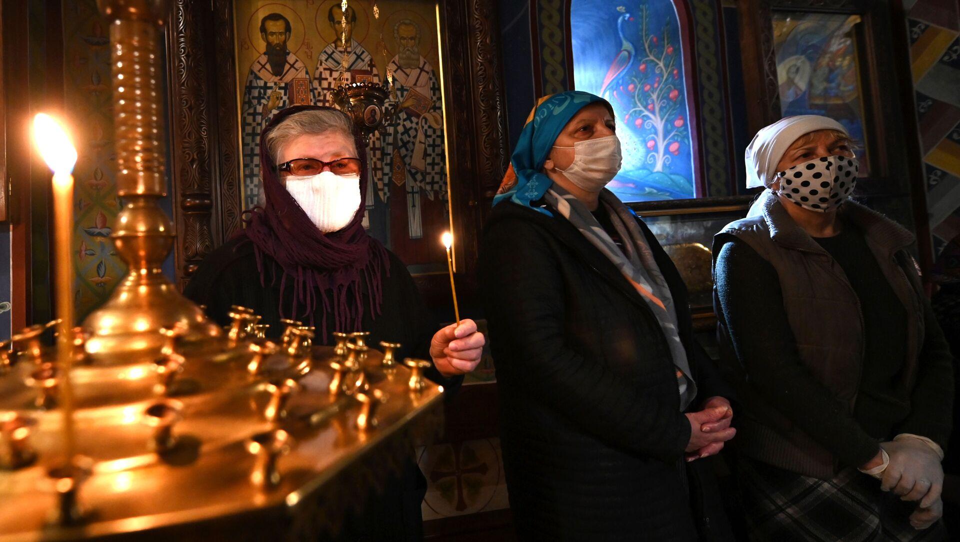 Верующие в церкви на празднике Благовещения - Sputnik Грузия, 1920, 11.04.2021