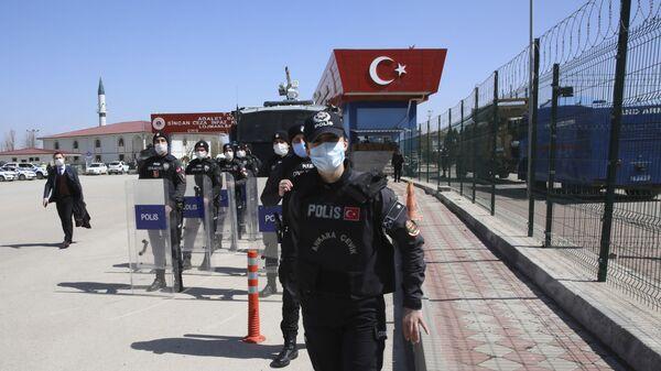 Турция. Турецкие полицейские близ Анкары на базе - Sputnik Грузия