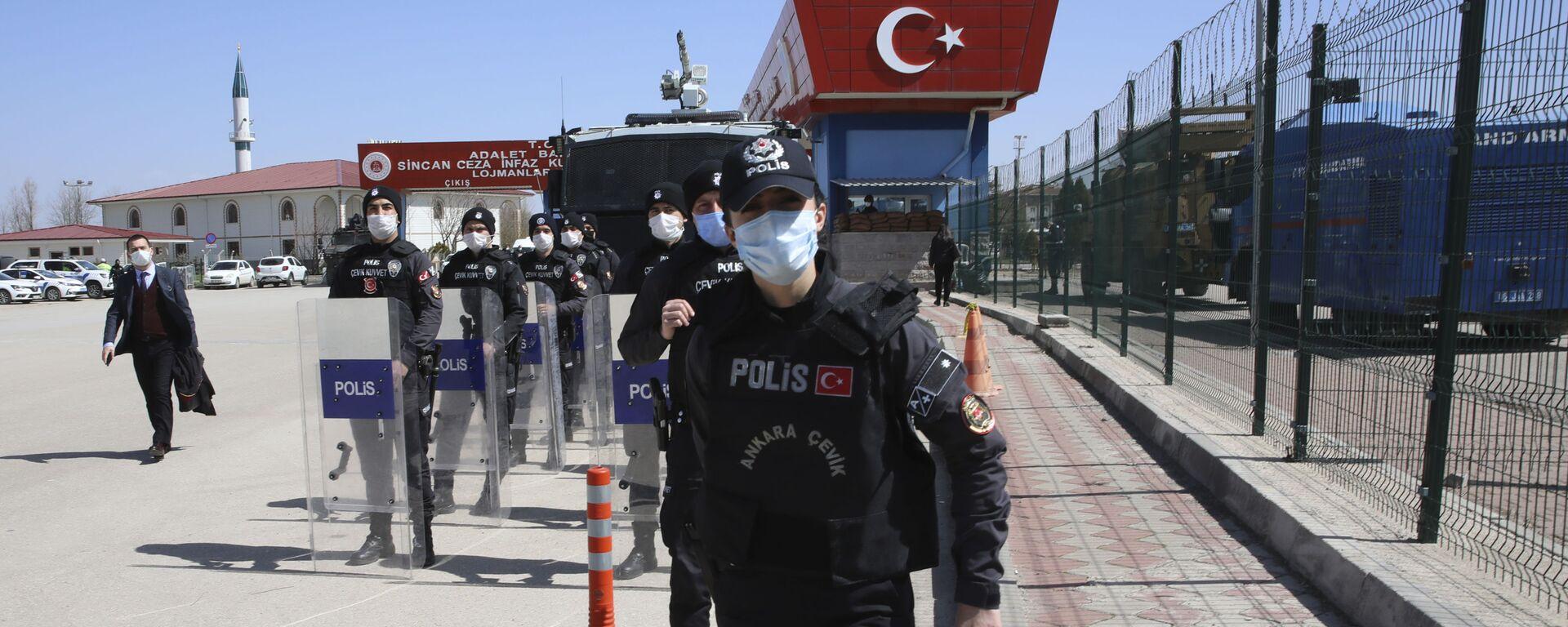 Турция. Турецкие полицейские близ Анкары на базе - Sputnik Грузия, 1920, 12.04.2021
