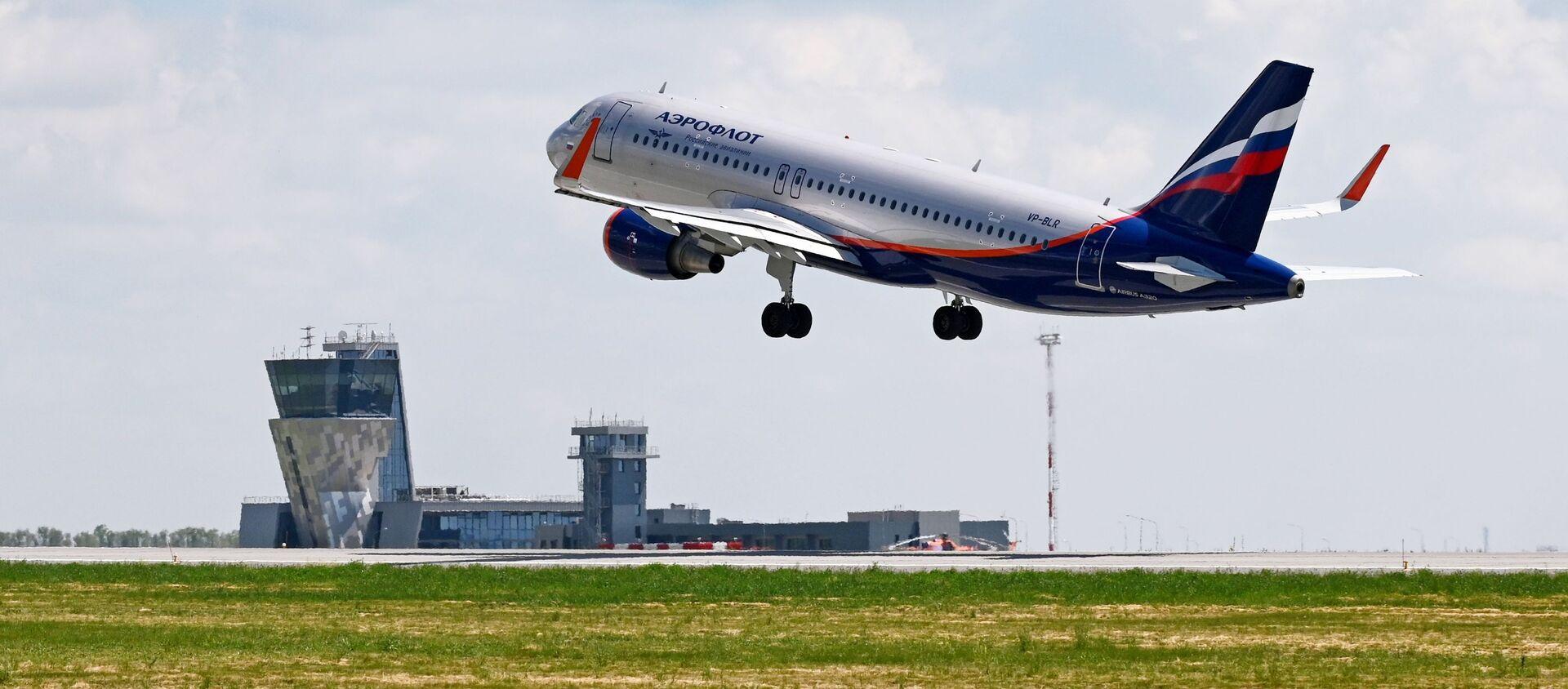 Пассажирский самолет российской авиакомпании Аэрофлот - Airbus A320 - Sputnik Грузия, 1920, 12.04.2021