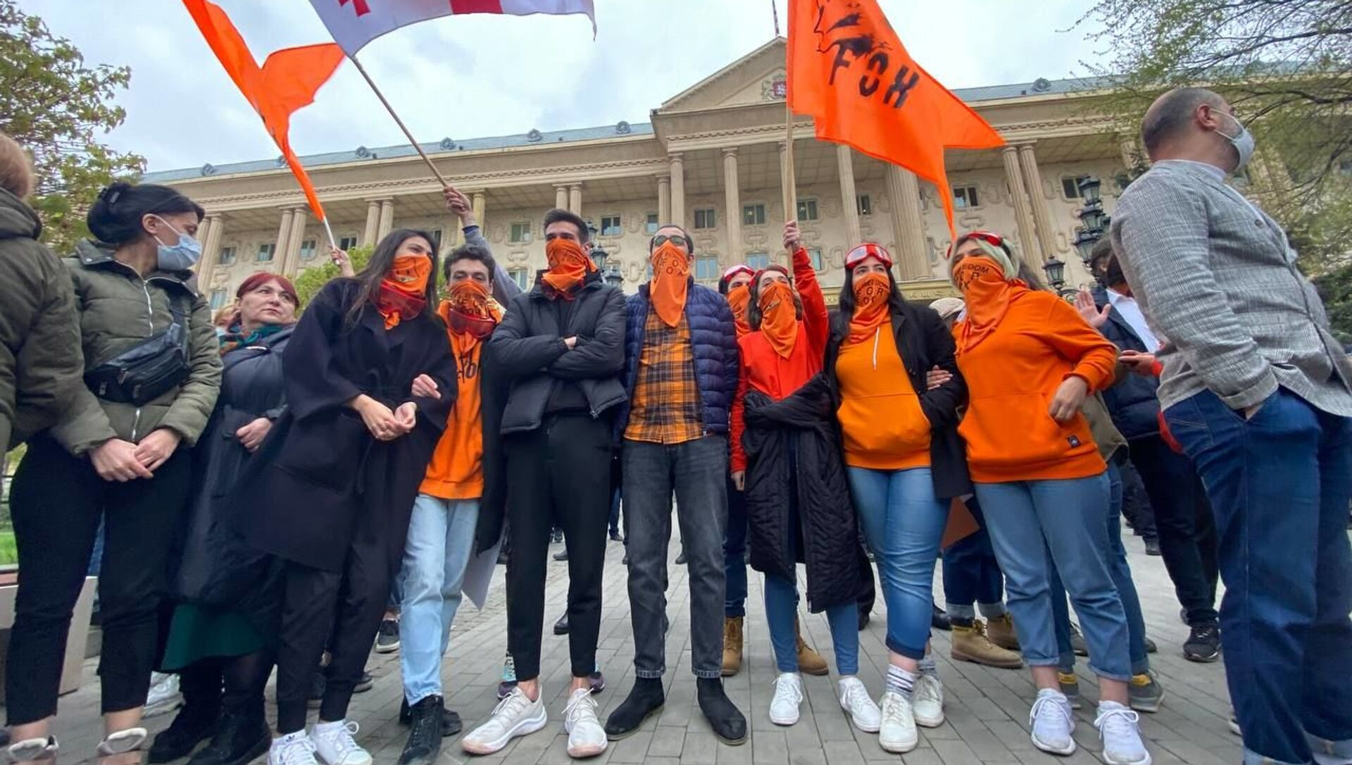 Акция в поддержку лидера ЕНД Ники Мелия у Тбилисского городского суда 13 апреля 2021 года - Sputnik Грузия, 1920, 13.04.2021