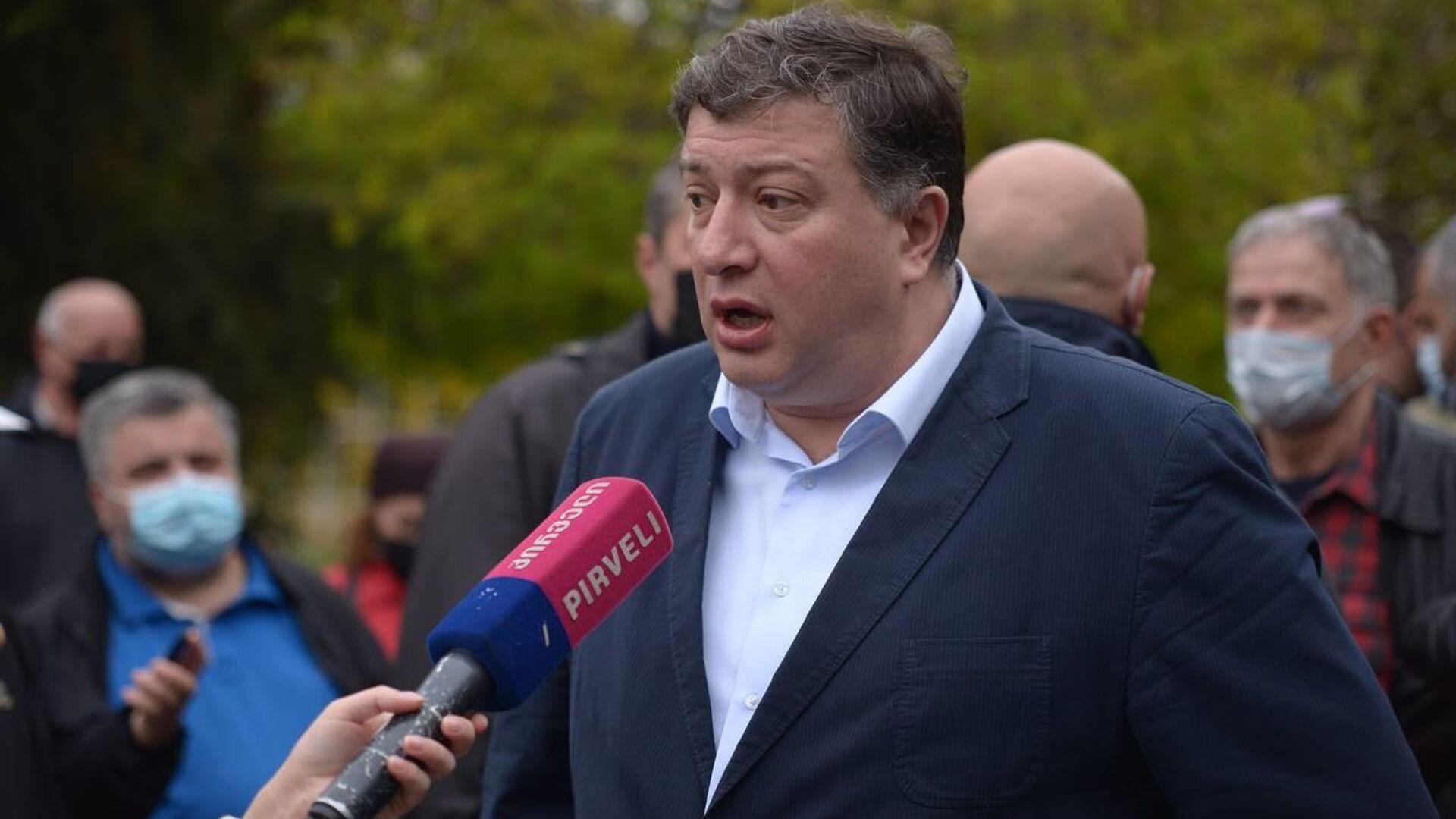 Гиги Угулава. Акция в поддержку лидера ЕНД Ники Мелия у Тбилисского суда 13 апреля 2021 года - Sputnik Грузия, 1920, 07.10.2021