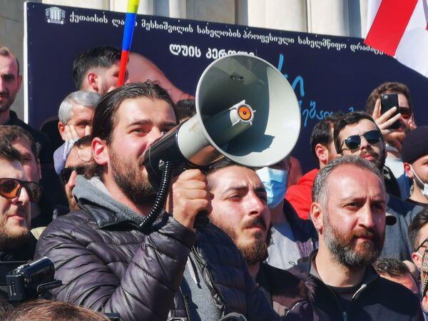 Один из самых активных противников строительства - Варлам Голетиани, выступает в Кутаиси на митинге - Sputnik Грузия