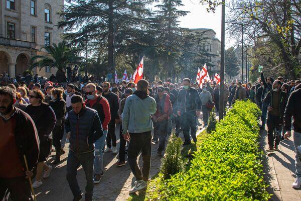 Участие в акциях протеста против строительства Намахвани ГЭС принимают от нескольких сотен до нескольких тысяч человек - Sputnik Грузия