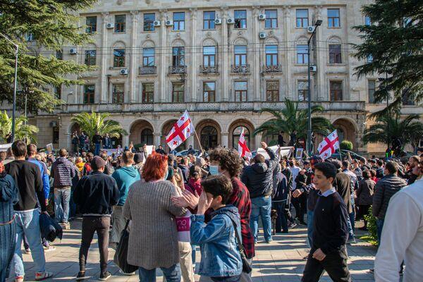 Объектами выражения протеста становились различные государственные учреждения и административные здания. На фото - здание мэрии Кутаиси, где находится и региональная администрация - Sputnik Грузия