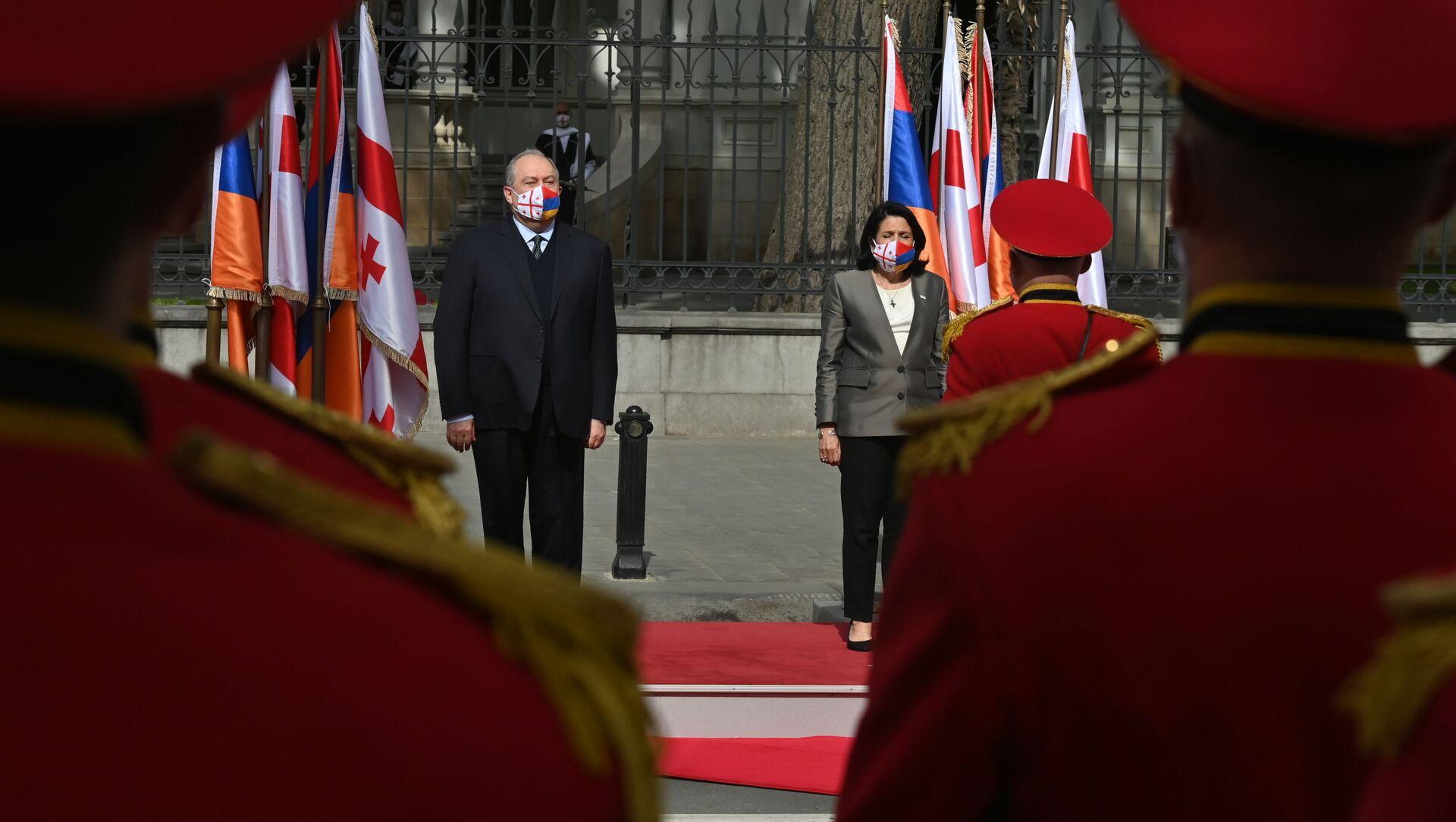 Президент Армении Армен Саркисян и президент Грузии Саломе Зурабишвили в грузинской столице 15 апреля 2021 года - Sputnik Грузия, 1920, 15.04.2021