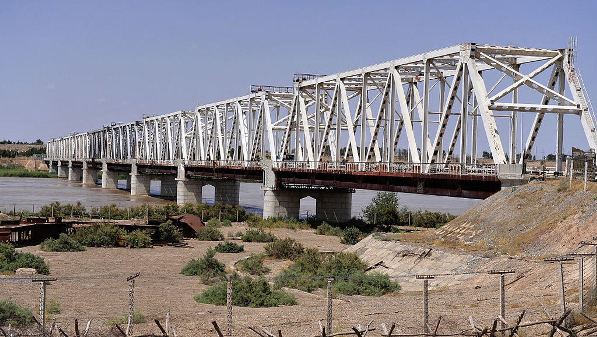Мост через реку - Sputnik Грузия, 1920, 16.04.2021