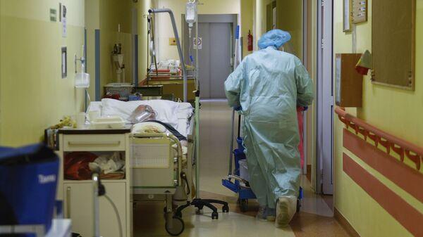 Эпидемия коронавируса - зараженные COVID в больнице - Sputnik Грузия