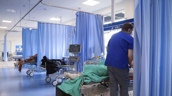 Эпидемия коронавируса - зараженные COVID в больнице в реанимации - Sputnik Грузия