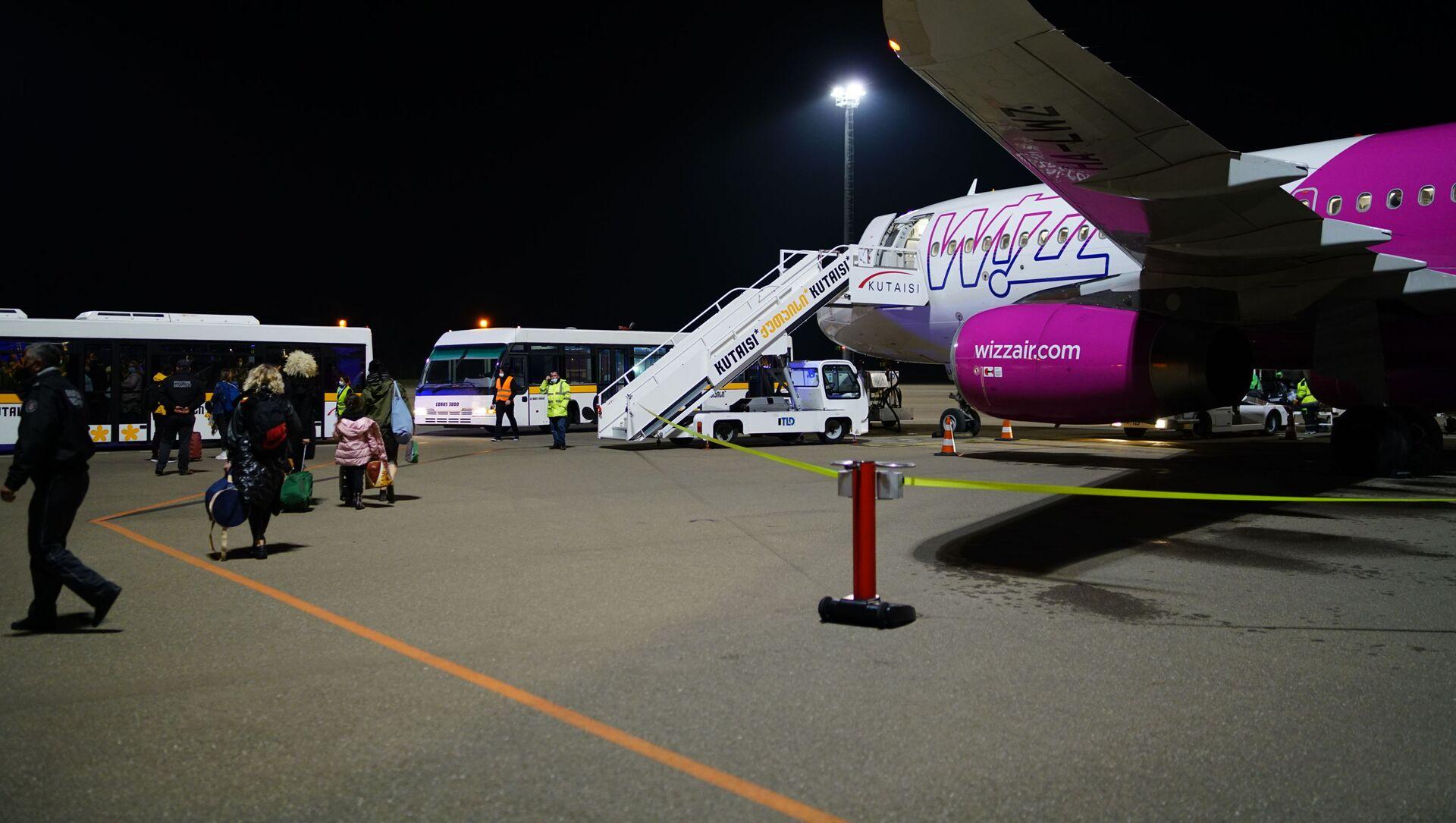 კომპანია WizzAir-ის თვითმფრინავი ქუთაისის აეროპორტში - Sputnik საქართველო, 1920, 30.05.2021