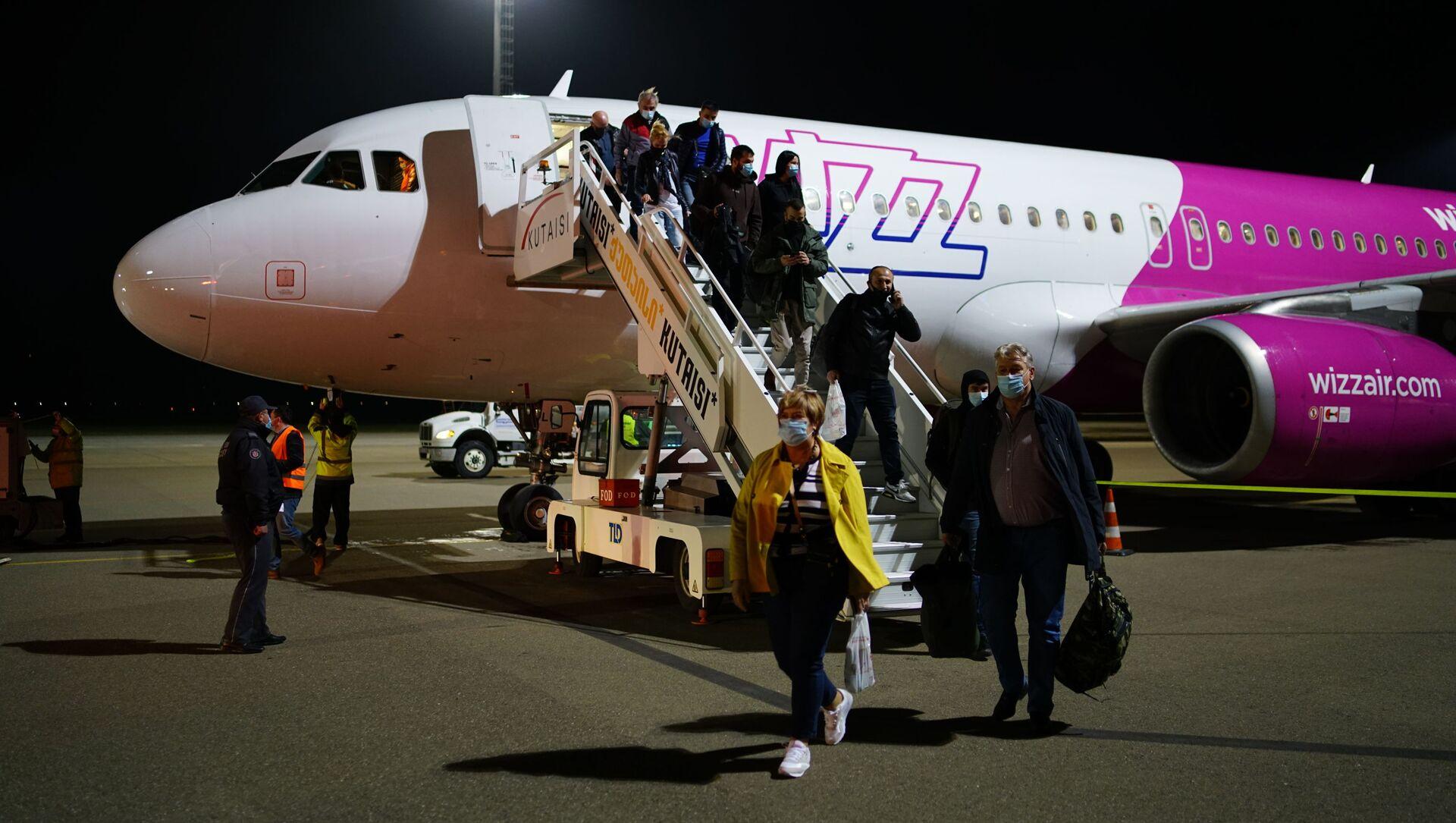 Кутаисский международный аэропорт Пассажирский самолет компании WizzAir - Sputnik Грузия, 1920, 28.07.2021