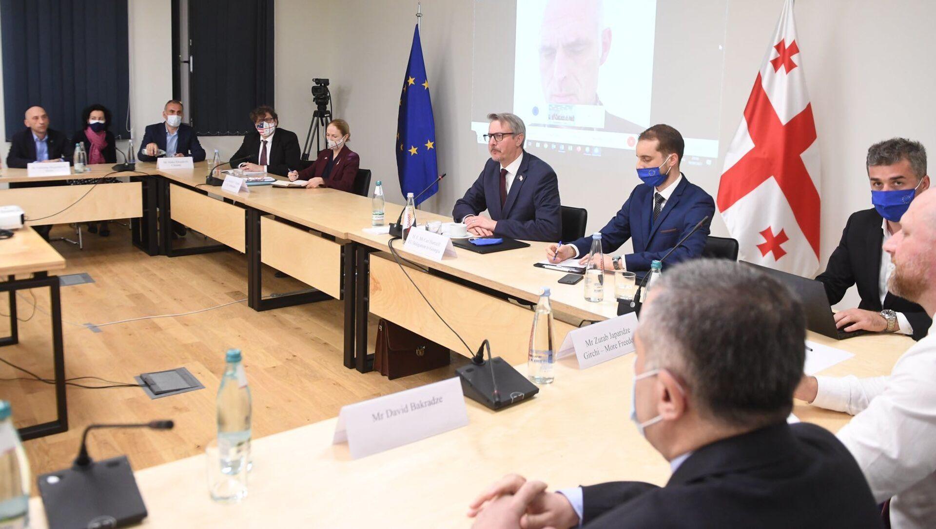 Переговоры властей и оппозиции Грузии при посредничестве ЕС - Sputnik Грузия, 1920, 19.04.2021