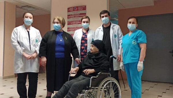 101-летняя пациентка Сачхерской клиники, которая вылечилась от коронавируса - Sputnik Грузия