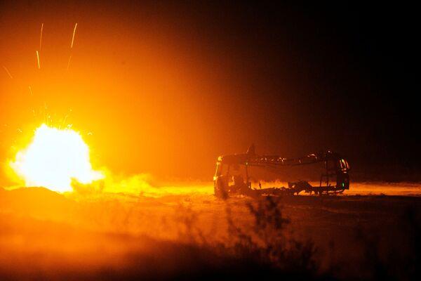 Отражение атаки сил Талибана с помощью ответного ракетного обстрела близ оперативной базы Гамбери в провинции Лагман 31 декабря 2014 года - Sputnik Грузия