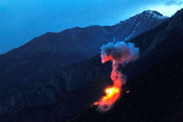 Американцы сбрасывают бомбы весом более 200 килограмм на позиции сил талибов в провинции Нуристан 11 июня 2012 года - Sputnik Грузия