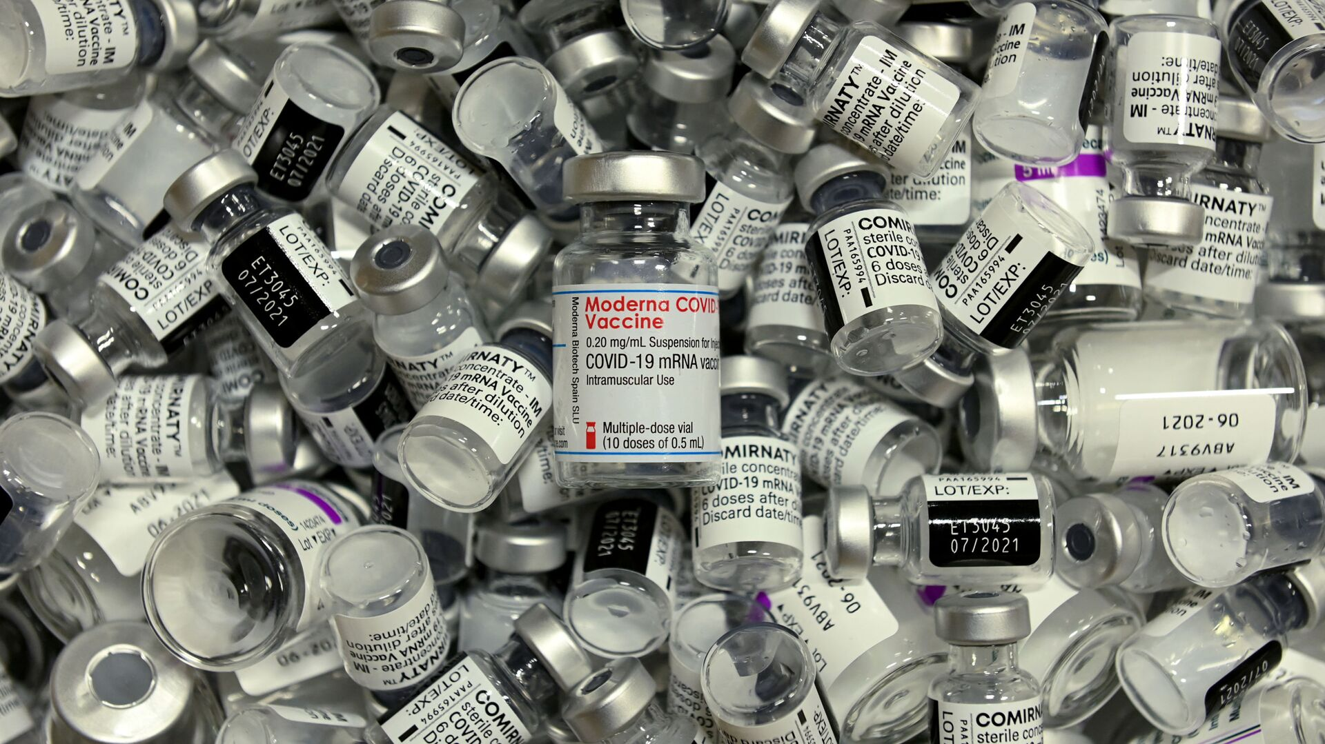 Пандемия коронавируса - вакцины Pfizer, Moderna и AstraZeneca - Sputnik Грузия, 1920, 05.09.2021