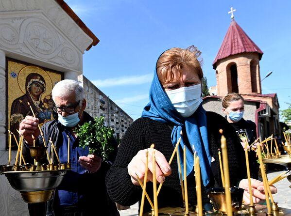Наверное, только обязательные маски сразу служили напоминанием о том, что коронавирус еще не отступил - Sputnik Грузия