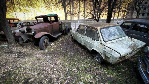 Кладбище старых автомобилей в Пасанаури - Sputnik Грузия