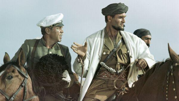 Кахи Кавсадзе в роли Абдуллы (справа), Владимир Кадочников в роли подпоручика Семена - Sputnik Грузия
