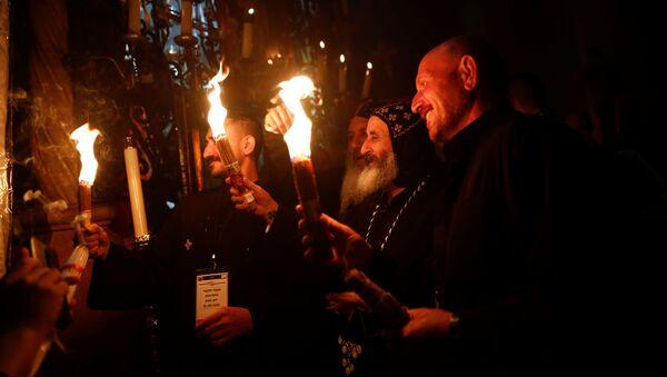 Схождение Благодатного огня в Иерусалиме на православную Пасху - Sputnik Грузия