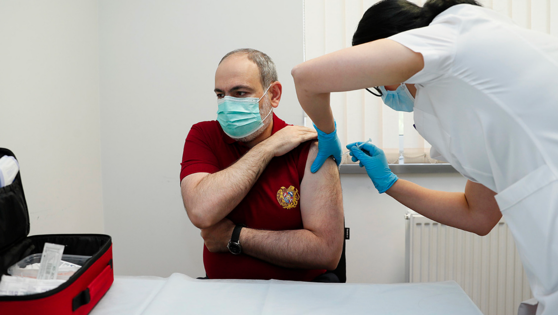 Никол Пашинян делает прививку от коронавируса - Sputnik Грузия, 1920, 03.05.2021