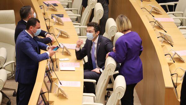 Депутаты в зале заседаний парламента Грузии - Sputnik Грузия