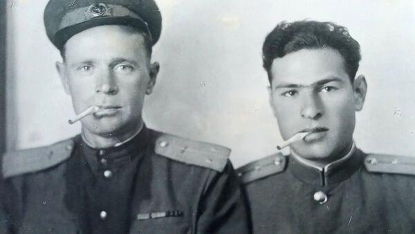 Ветеран ВОВ Василий Леонидзе (справа) с фронтовым товарищем - Sputnik Грузия
